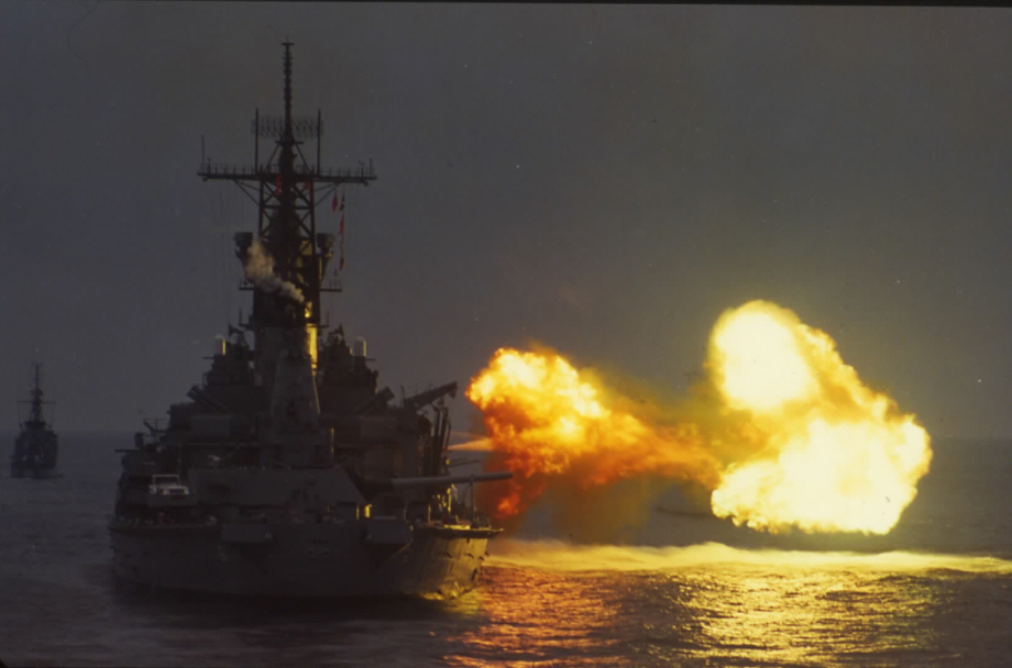 USS%20Missouri-firing%20gun%20from%20ast